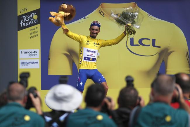 Alaphilippe claims yellow jersey with breakaway stage win as Thomas