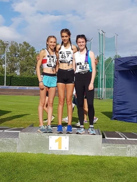 Katie Johnson (centre) with her U17 1,500m gold medal