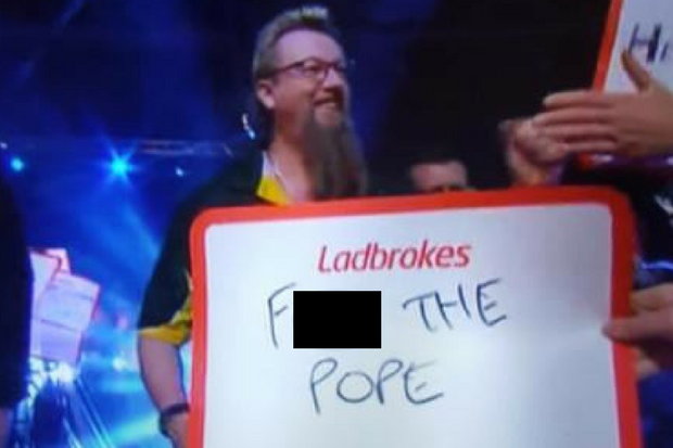 Disgusting 'f*** the Pope' sign at Glasgow darts event causes Twitter outrage