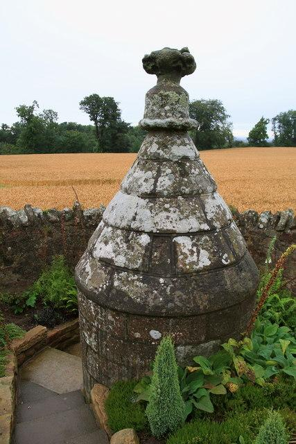 Stenton Well. Copyright Lisa Jarvis and licensed for reuse under Creative Commons Licence