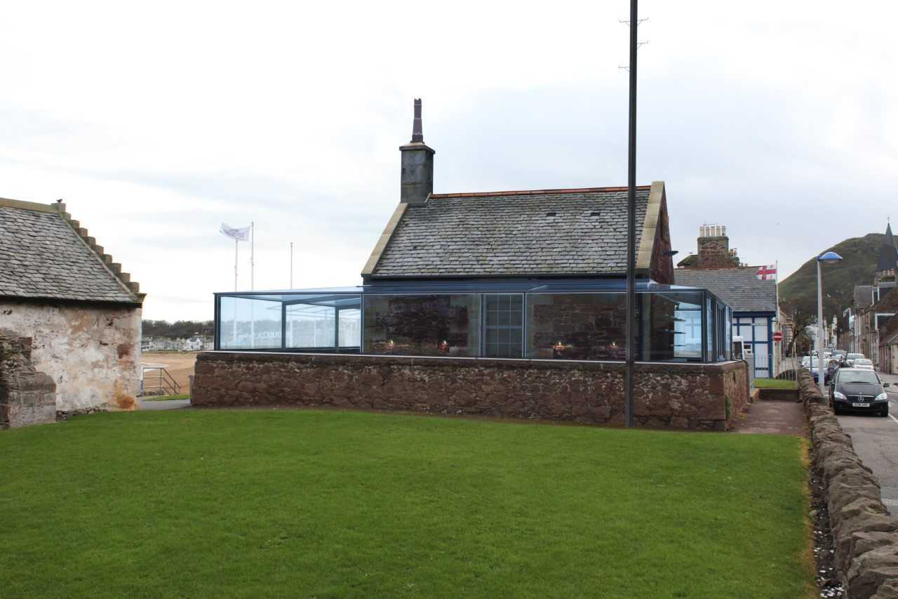 Community councillors have opposed plans to alter the opening hours of the Rocketeer, in North Berwick