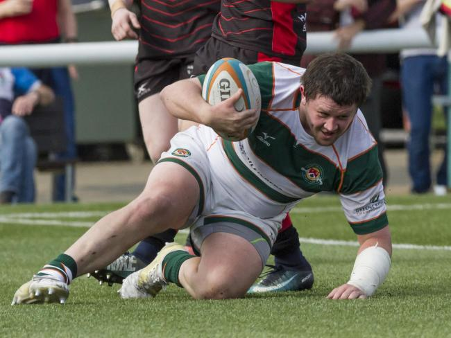 Alun Walker scores a try for Ealing Trailfinders against Hartpury. Image Lissy Tomlinson/rugbymatters